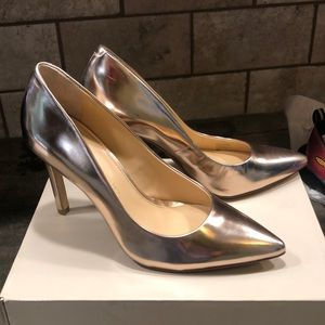 Banana republic gold heels size 7